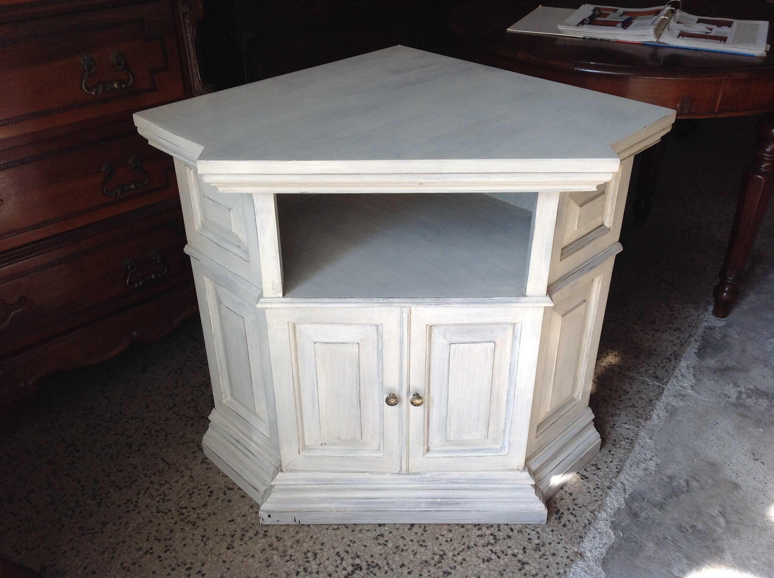 Angoliera shabby chic arredamento mobili antiquariato - Restaurare mobili shabby chic ...