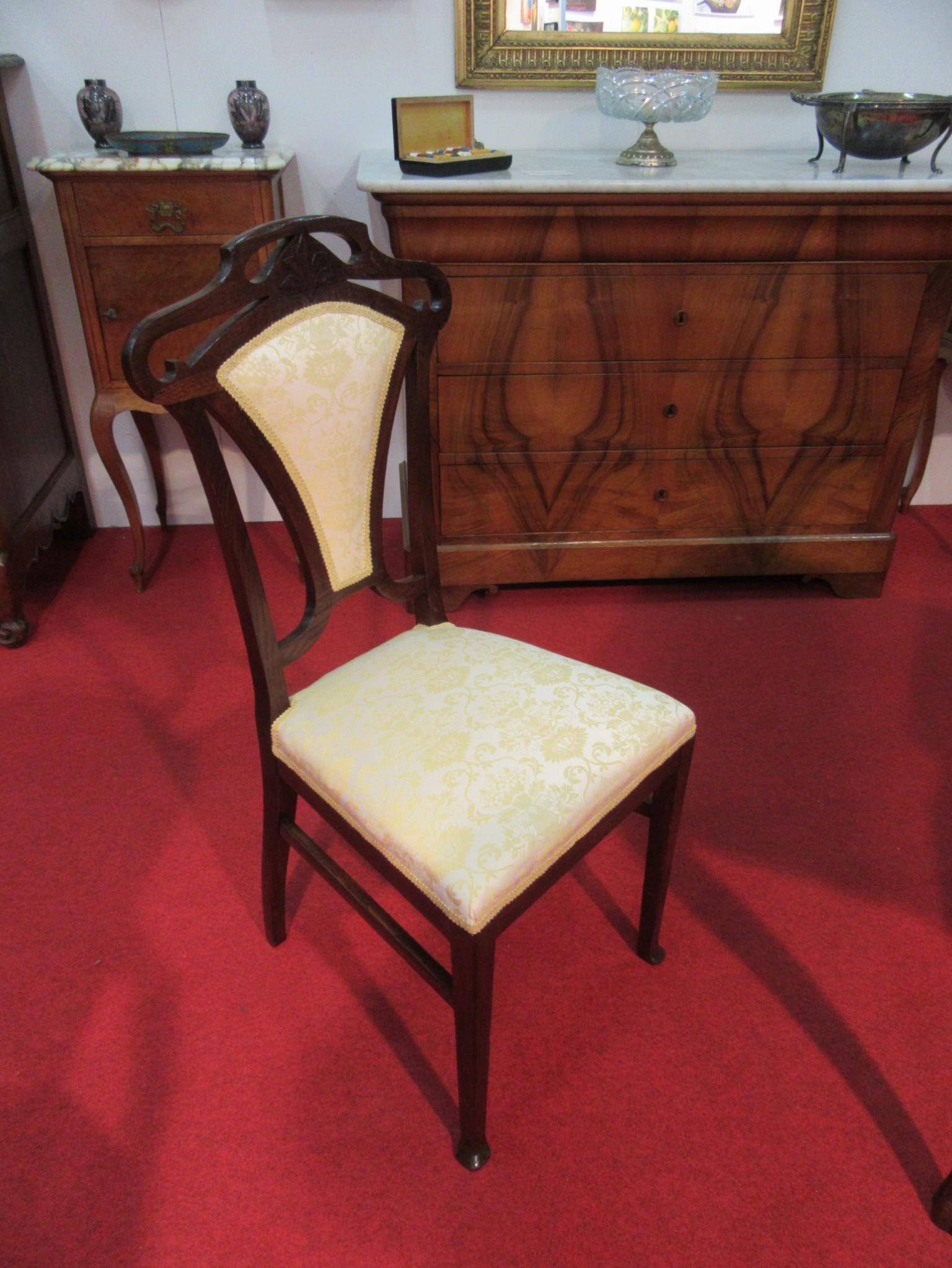Divani poltrone sedie arredamento mobili antiquariato for Mobili antiquariato