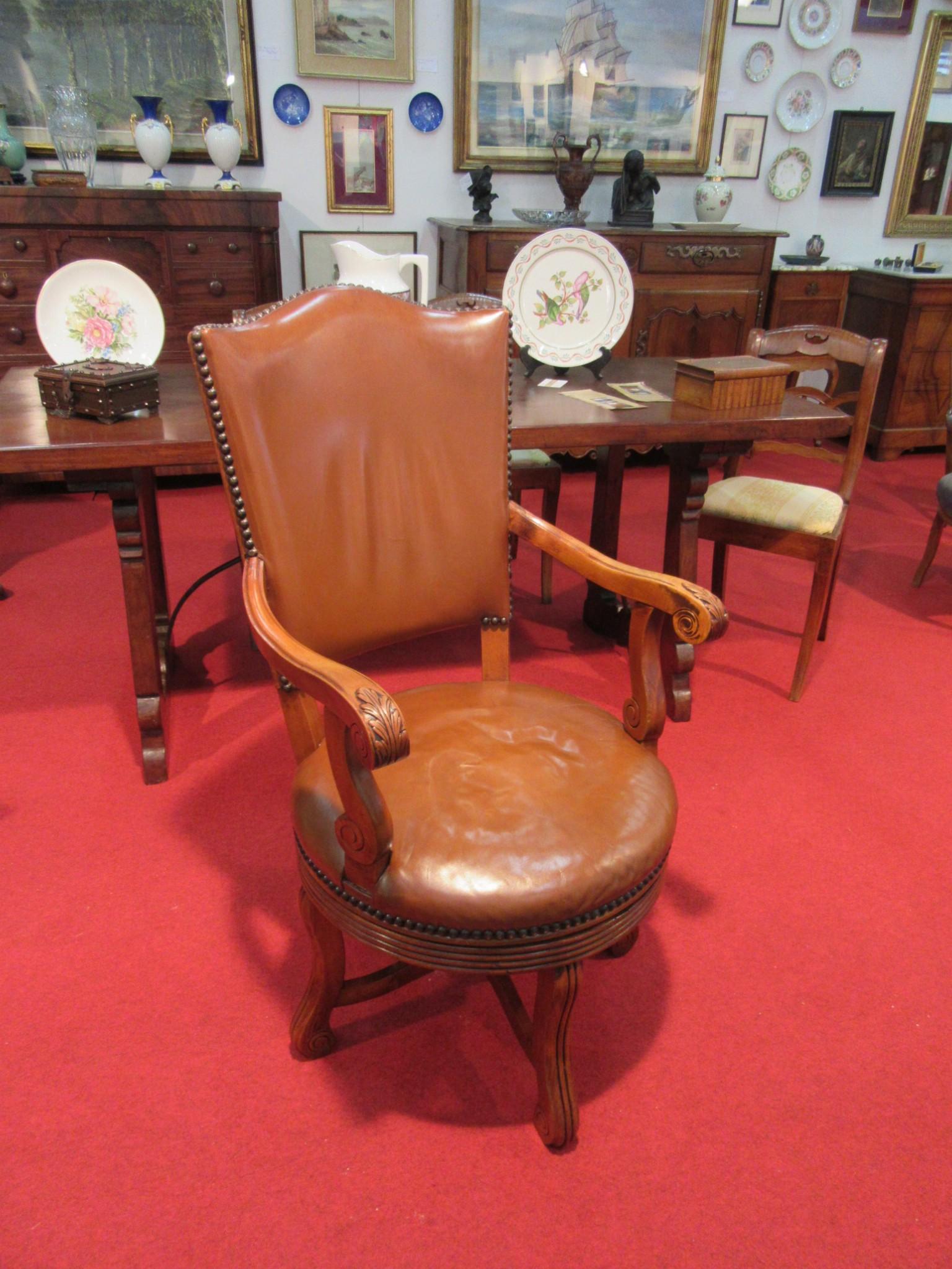 Divani poltrone sedie arredamento mobili antiquariato for Poltrona liberty