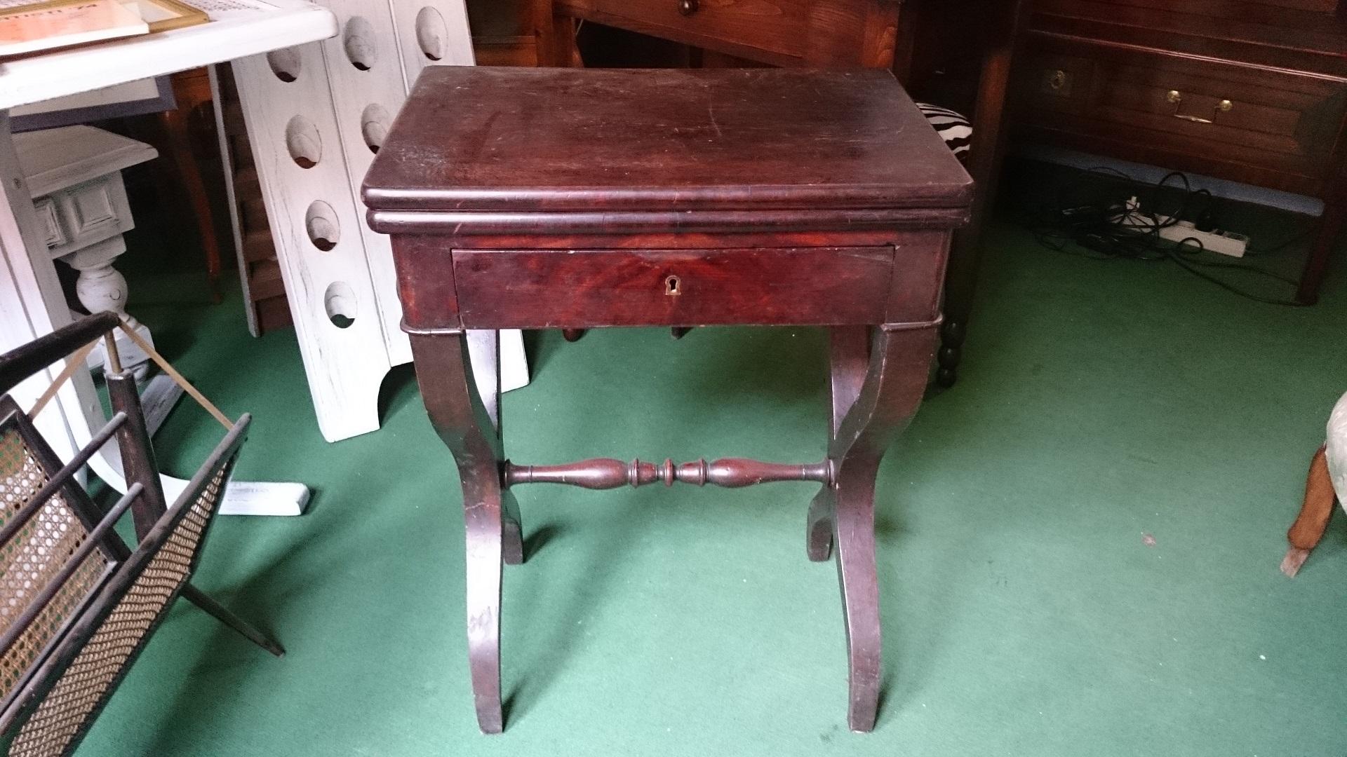 Tavolino da gioco impero restauro vendita antichit for Mobili antichi in vendita da privati
