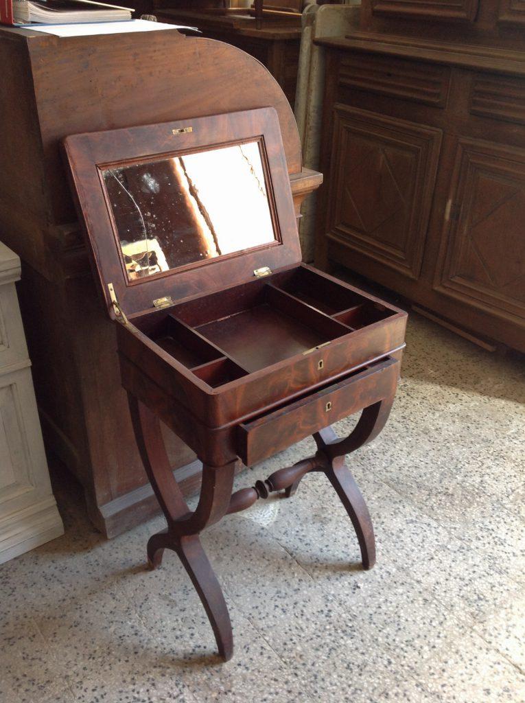 Mobiletto da lavoro impero arredamento mobili for Mobili antichi in vendita da privati