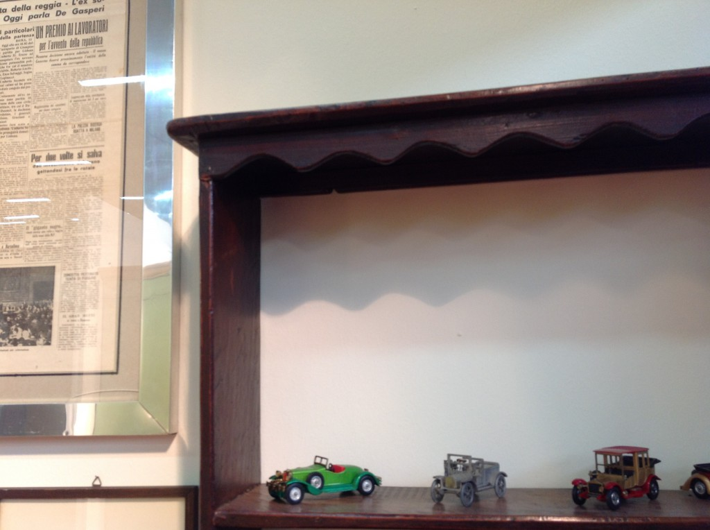 Particolare piattaia arredamento mobili antiquariato for Svendita mobili toscana