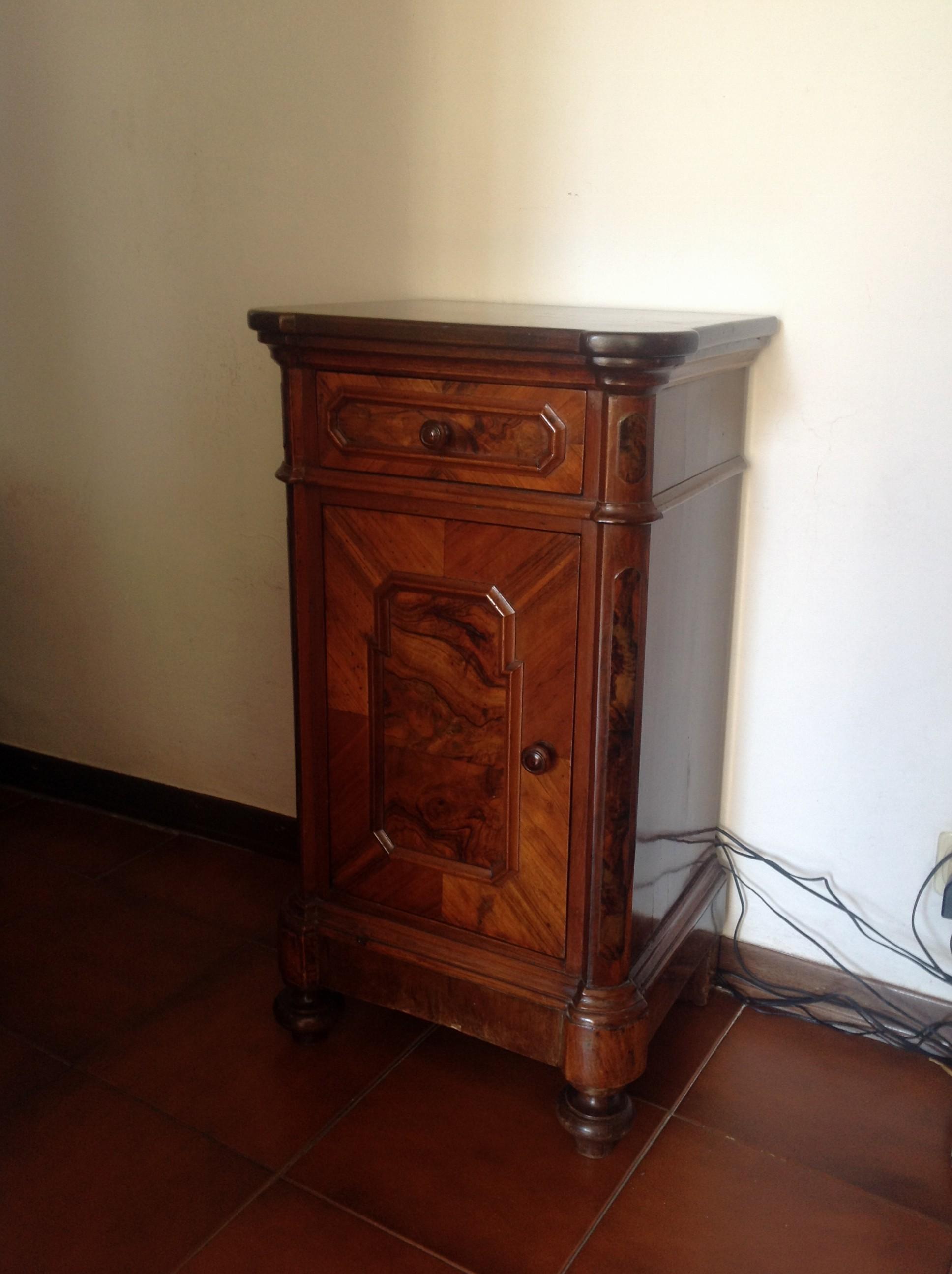 Comodino lombardia luigi filippo noce 800 arredamento mobili antiquariato musetti - Riconoscere mobili antichi ...