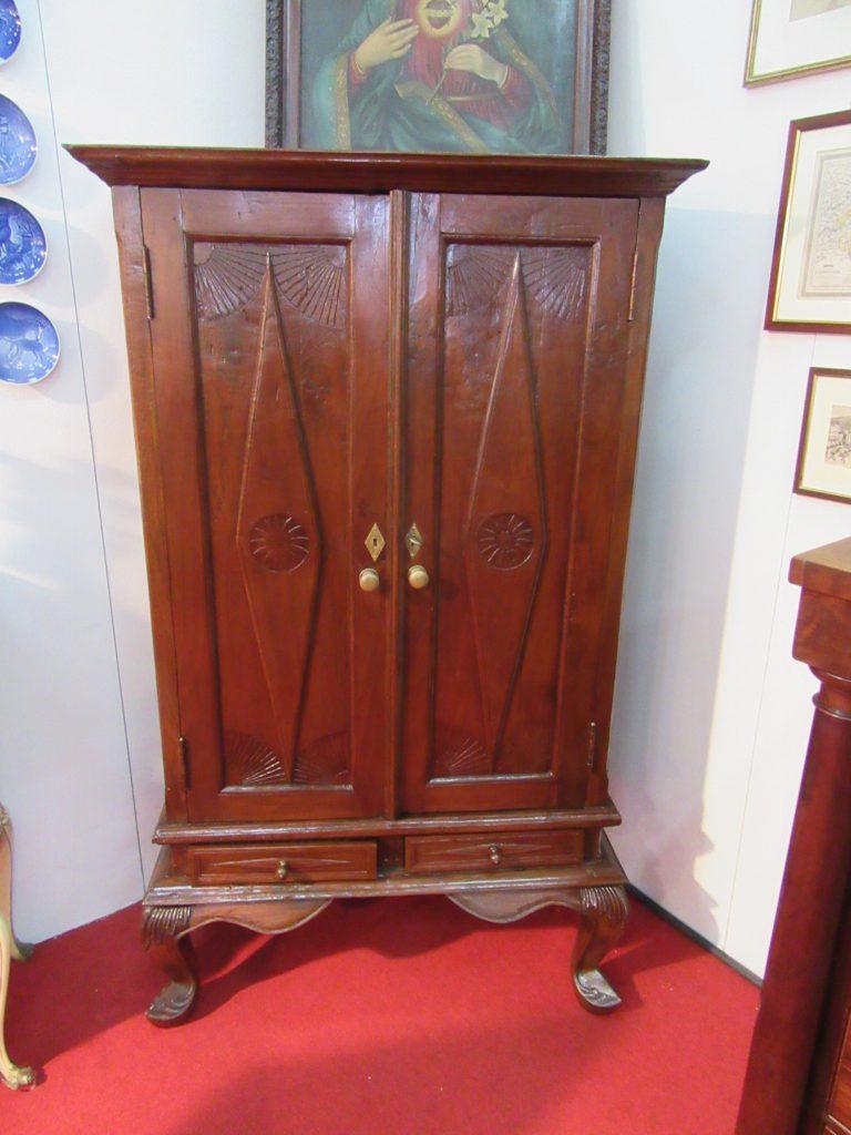 Armadi arredamento mobili antiquariato musetti - Riconoscere mobili antichi ...