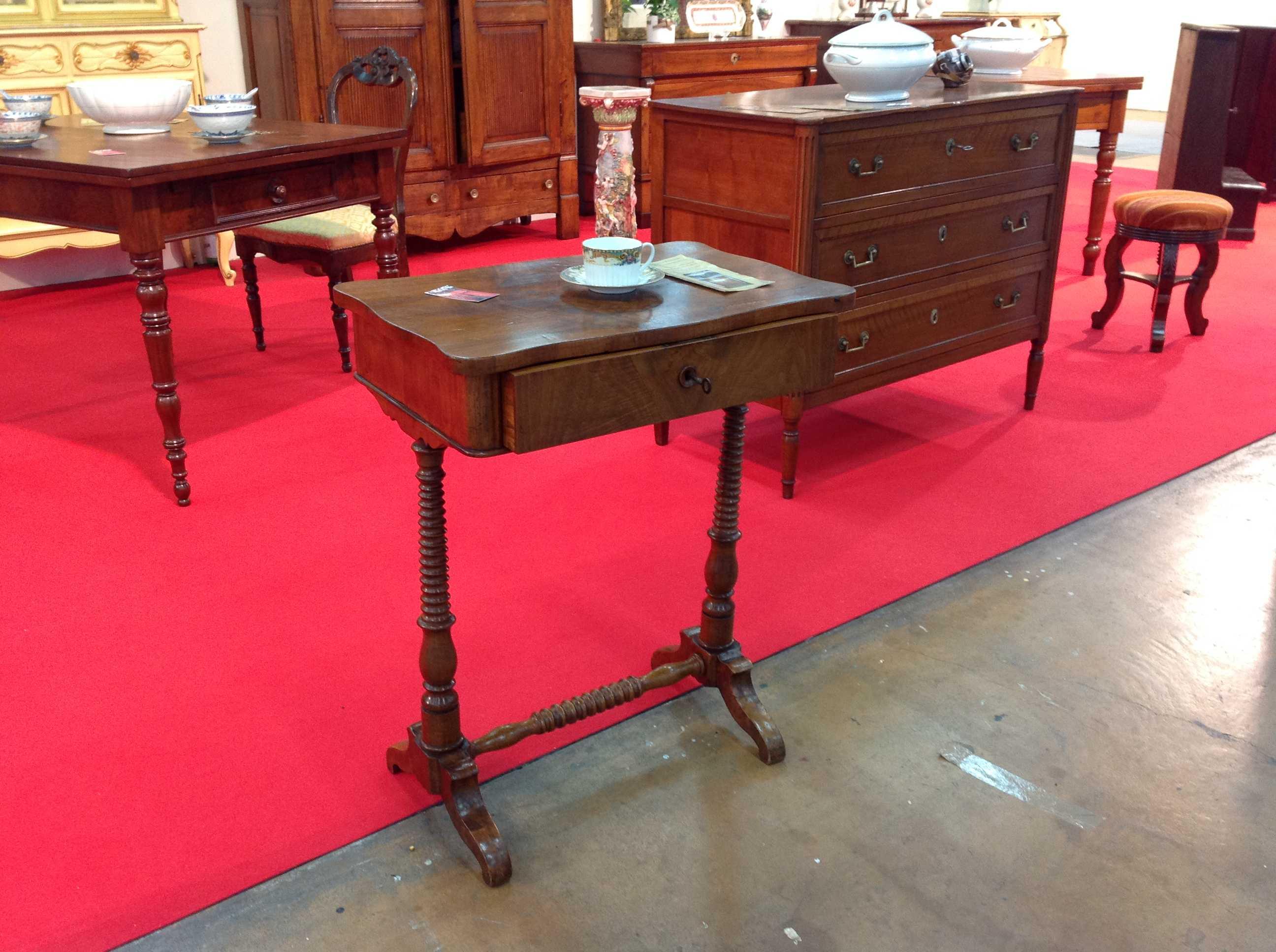 Tavolino luigi filippo emilia 800 arredamento mobili for Mobili 800 toscano