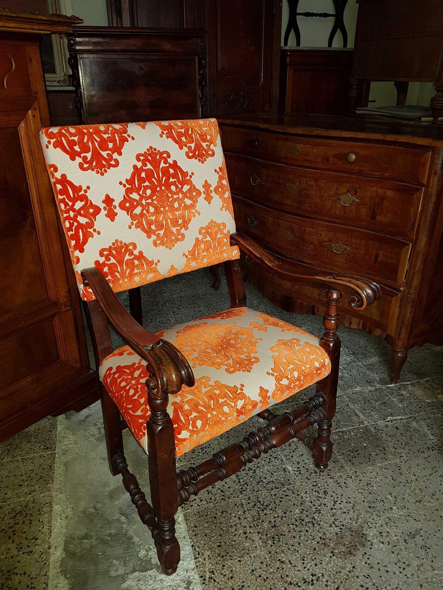 Divani poltrone sedie arredamento mobili antiquariato for Sedie a poltrona